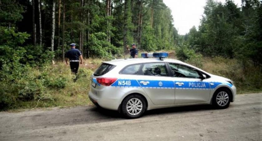Kronika policyjna, Zagubili lesie pomogli policjanci - zdjęcie, fotografia