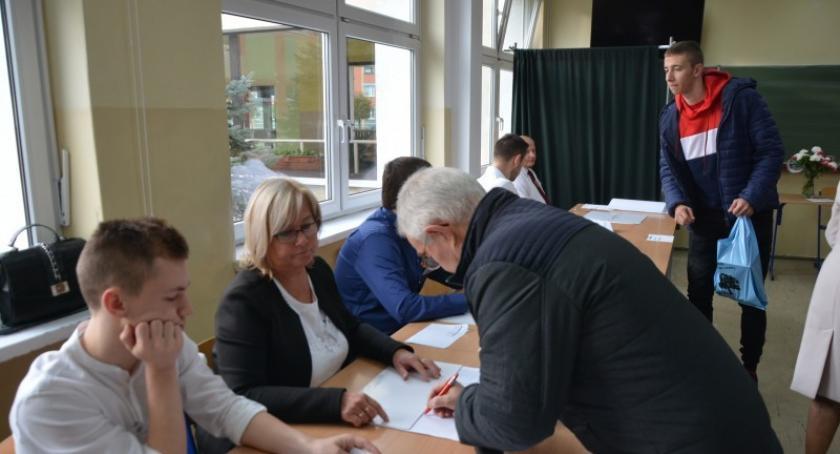 Wybory, Sprawdź głosów otrzymali poszczególni kandydaci Kościerskiem - zdjęcie, fotografia