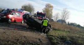 Stara Kiszewa. Dachowanie VW Passata - nie żyje 17-latek. Dwóch 19-latków nietrzeźwych