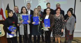 Stypendia dla najzdolniejszej młodzieży z gminy Kościerzyna wręczone