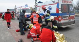 Kościerzyna. Czołowe zderzenie dwóch busów - kilkanaście osób rannych, jedna nie żyje
