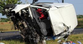 Śmiertelny wypadek w Kornem - nie żyje kierowca volkswagena