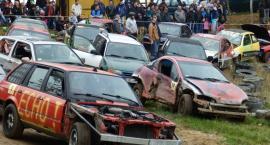 Ścigały się stare samochody. Wrak Race w Szarlocie za nami