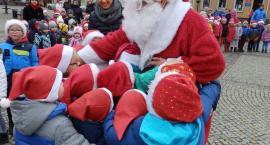 Kościerzyna. Św. Mikołaj spotkał się z dziećmi na Rynku