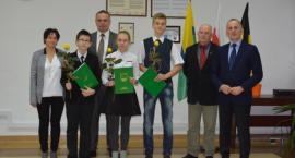 Stypendia Gminy Kościerzyna w rękach najlepszych uczniów i studentów
