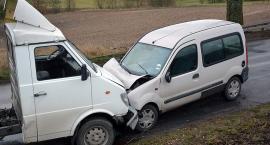 Sarnowy. Czołówka dwóch pojazdów - są osoby ranne