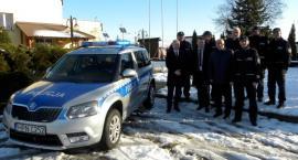 Policjanci z Liniewa z nowym radiowozem