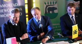Umowy na dofinansowanie węzłów integracyjnych w Kościerzynie, Chojnicach i Człuchowie podpisane