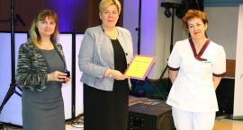 Kościerzyna. Wyróżnienia i podziękowania dla pielęgniarek i położnych