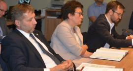 Kościerzyna. Absolutorium dla burmistrza pod ostrzałem krytyki radnych