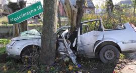 Chwarzenko. Ford uderzył w drzewo - dwie osoby w szpitalu