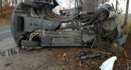 Kalisz. BMW rozbiło się na drzewie - dwie osoby nie żyją
