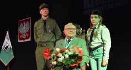 Werner Rzeźnikowski z insygniami Honorowego Obywatela Kościerzyny