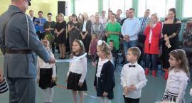 Uroczyste pasowanie na ucznia w szkole w Wielkim Klinczu