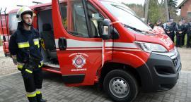 Strażacy z Grabówka oficjalnie z nowym wozem