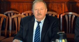 Radni powiatu potępiają zachowanie Dariusza Janty. Ten zapowiada pozwy