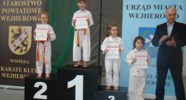 15 medali kościerskich karateków