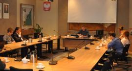 Kościerzyna. Sesja Młodzieżowej Rady Miasta przełożona. Tylko 9 z 19 radnych na sali
