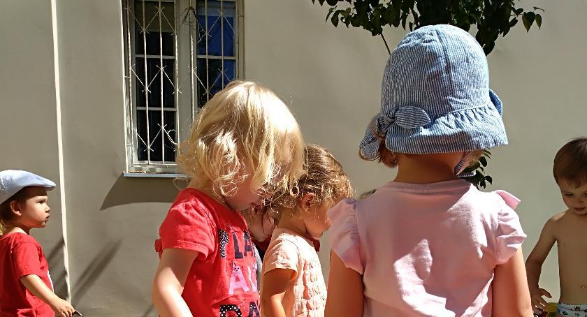 opieka nad dzieckiem, Bezpieczne wakacje maluchem - zdjęcie, fotografia