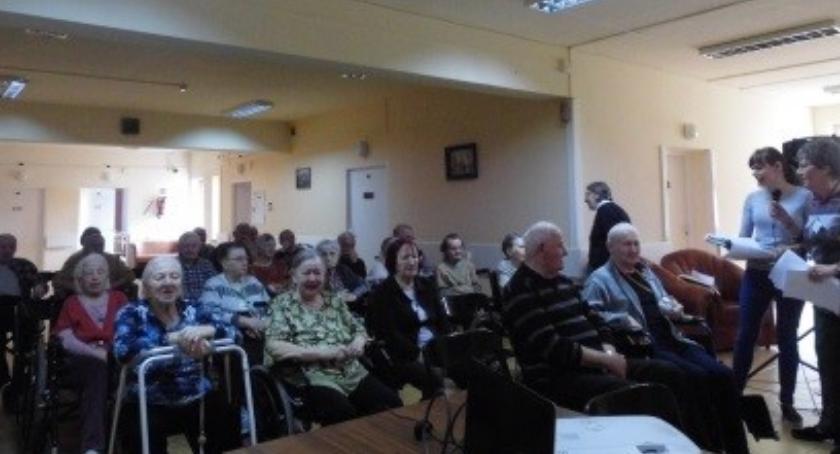 seniorzy, wizytą Opieki Społecznej Kombatantów - zdjęcie, fotografia