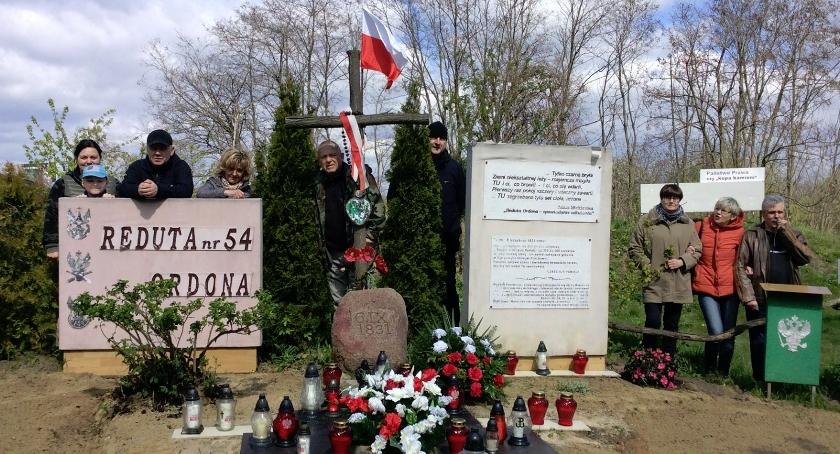 pomniki i ekspozycje, Reduta ogarnięta - zdjęcie, fotografia