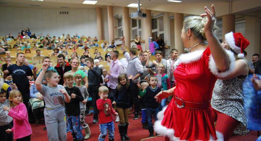 opieka społeczna, Gwiazdka świeci dzieci - zdjęcie, fotografia