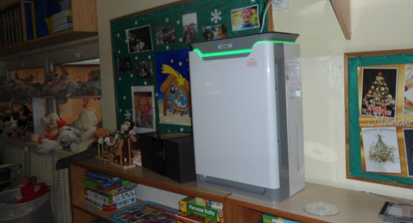 opieka nad dzieckiem, ochockich przedszkolach zainstalowano oczyszczacze powietrza - zdjęcie, fotografia