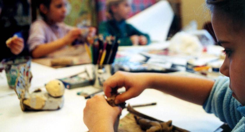 opieka nad dzieckiem, mieście Kultury Włochy - zdjęcie, fotografia