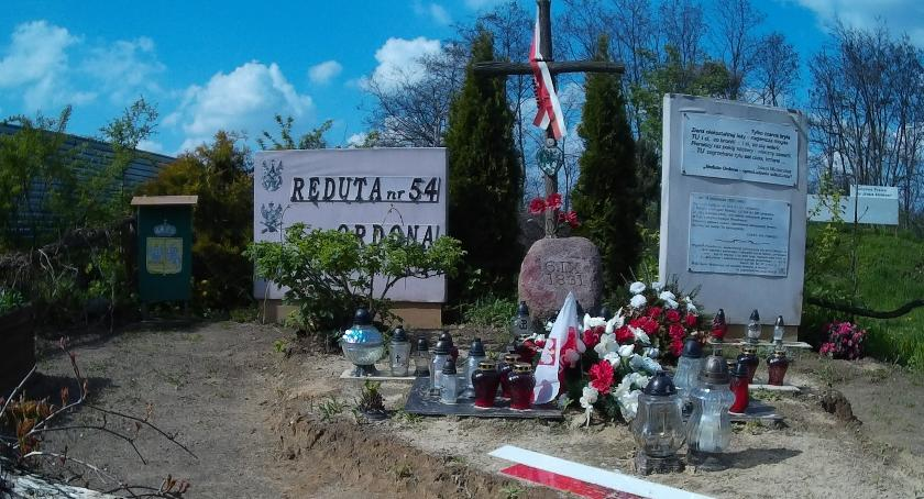 pomniki i ekspozycje, Reduta obroniona wysprzątana dalej - zdjęcie, fotografia