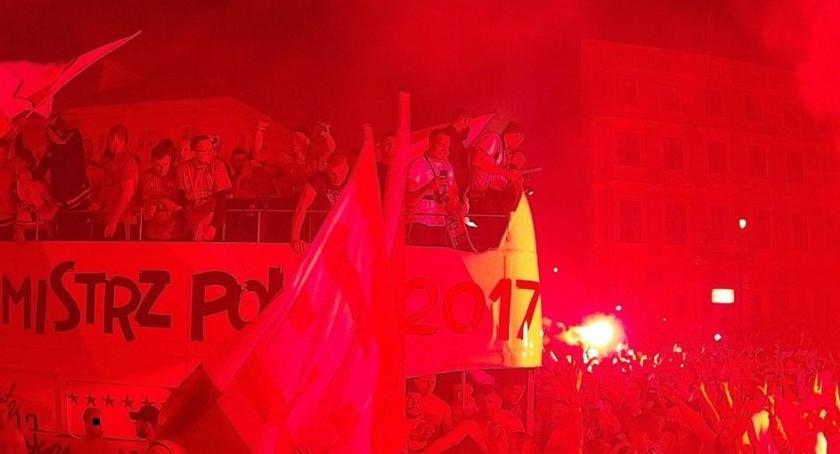 piłka nożna, Uroczysta zdobyciu tytułu Mistrza Polski - zdjęcie, fotografia