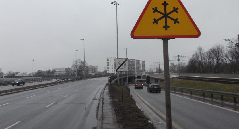 ulice, magistrowie wymyśliły ustawione znaki - zdjęcie, fotografia