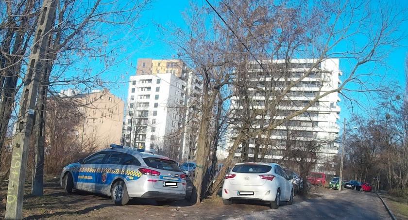 pomniki i ekspozycje, Parking bezpłatny Strzeżony - zdjęcie, fotografia