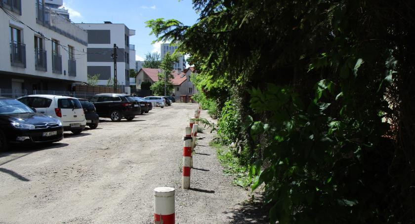 ulice, Harfowa Lutniowa jeszcze poczekać - zdjęcie, fotografia
