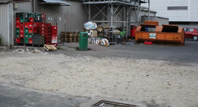 Handel i usługi, opłaciło zburzyć sklepik - zdjęcie, fotografia
