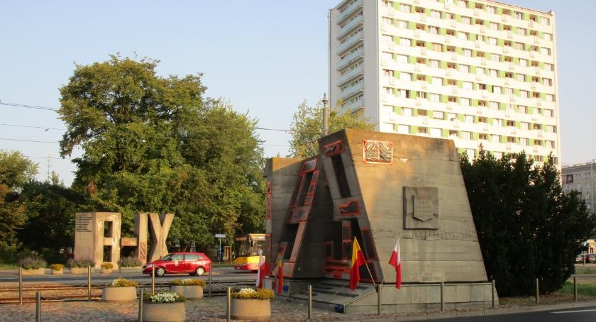 pomniki i ekspozycje, Zdążą zdążą pytanie - zdjęcie, fotografia
