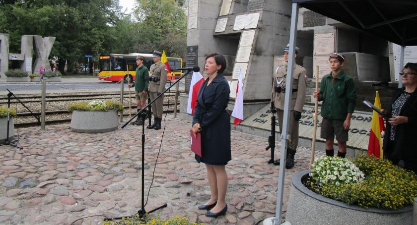 Historia, Zdążyli zabrać rusztowania rocznicę Barykady Września - zdjęcie, fotografia