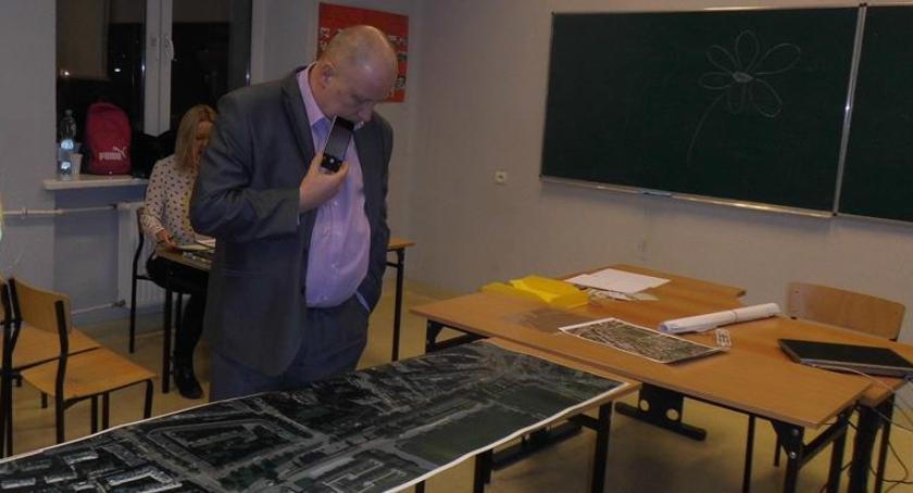 konsultacje, przemyślenia sprawie ulicy Raszyńskiej - zdjęcie, fotografia