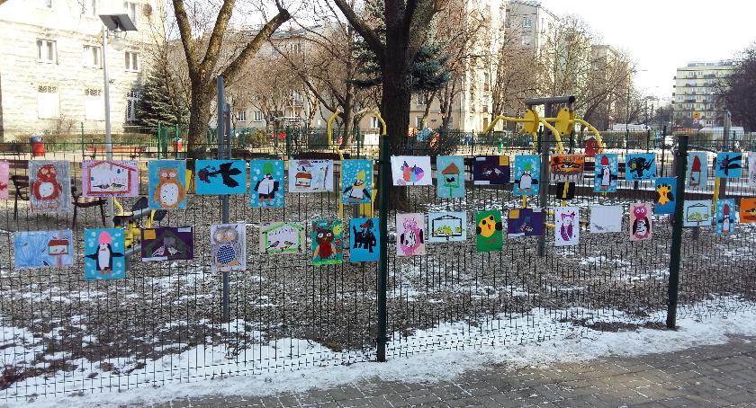 opieka nad dzieckiem, Przedszkolaki sprawie pomocy ptakom - zdjęcie, fotografia