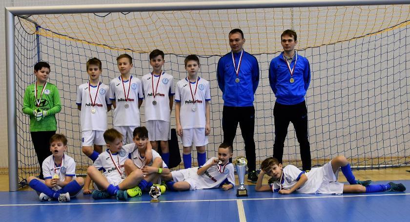 piłka nożna, Srebrny medal Mrozach piłkarzy Okęcia - zdjęcie, fotografia