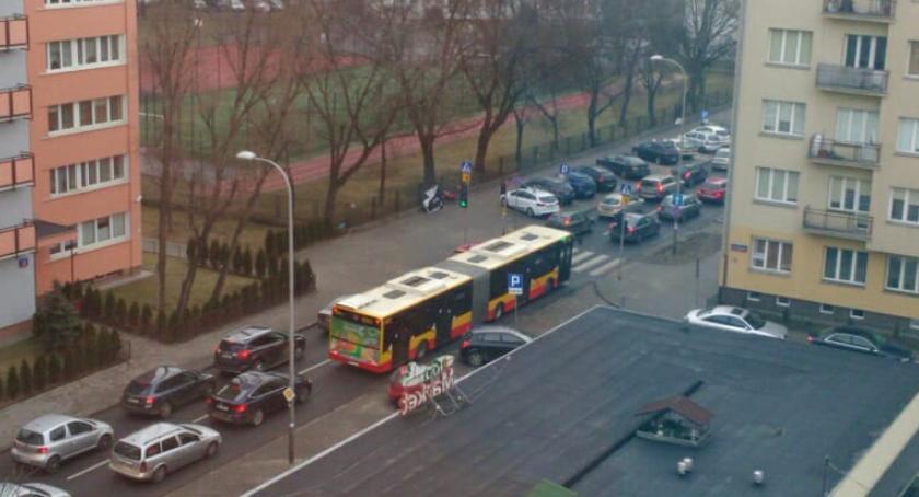 parkowanie, Parking Spiskiej zakorkuje całą okolicę - zdjęcie, fotografia