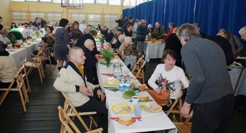 opieka społeczna, Pierwsza wspólna Wielkanoc - zdjęcie, fotografia
