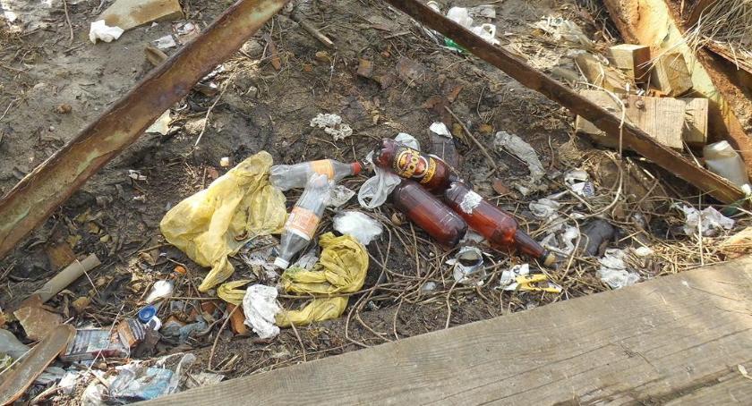 Bezpieczeństwo, Kładka Sąchockiej flaszkami - zdjęcie, fotografia