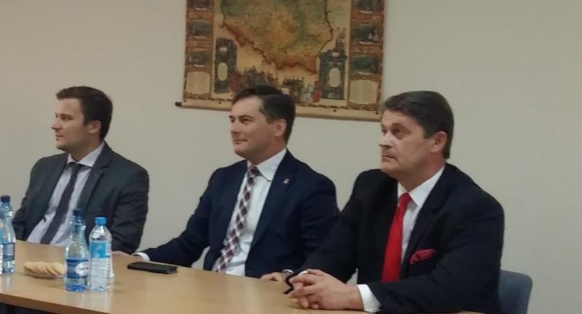 polityka, Radni odwołali burmistrza Włoch - zdjęcie, fotografia