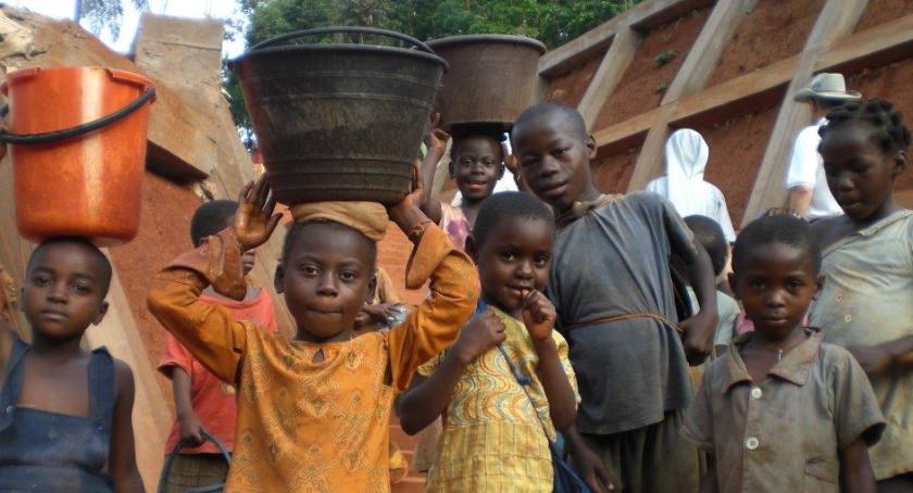samorząd, Ochota makulatury wodę Afryki - zdjęcie, fotografia
