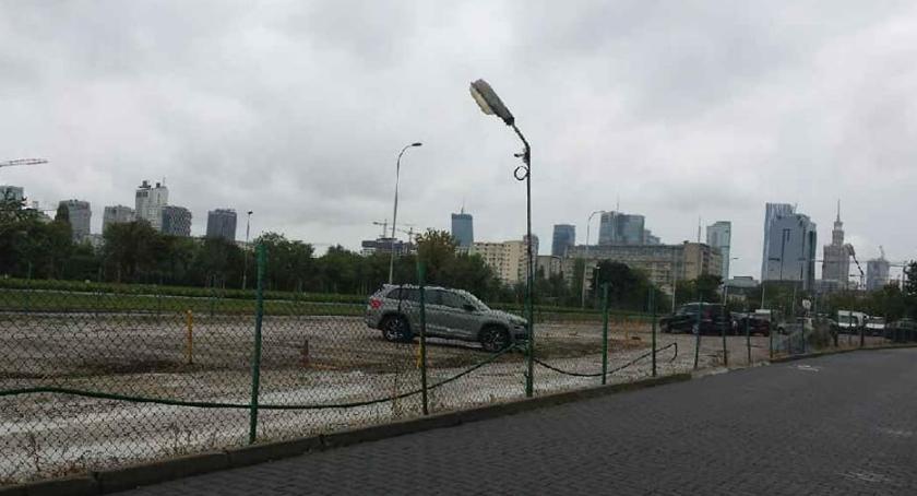 parkowanie, ulicą Spiską okolicami zaczęło przejaśniać - zdjęcie, fotografia