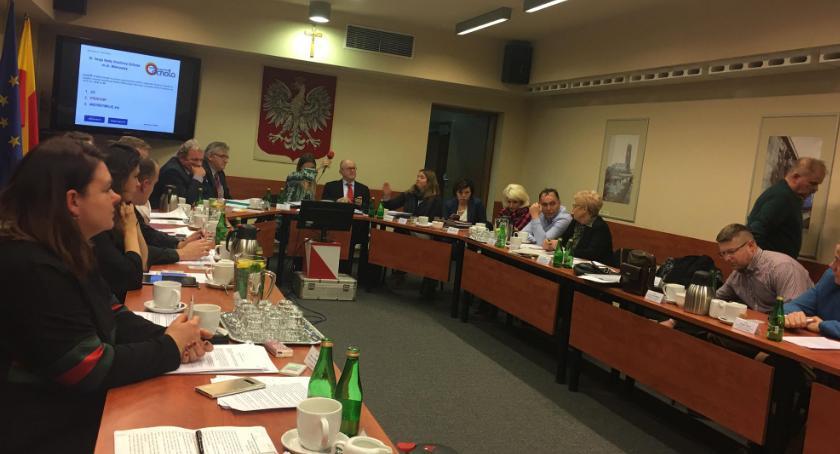 samorząd, Koalicja pozwala pracować komisjach - zdjęcie, fotografia