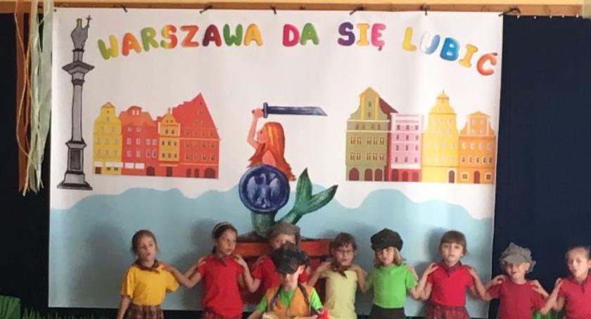 opieka nad dzieckiem, Przedszkolaki śpiewają piosenki Warszawie - zdjęcie, fotografia