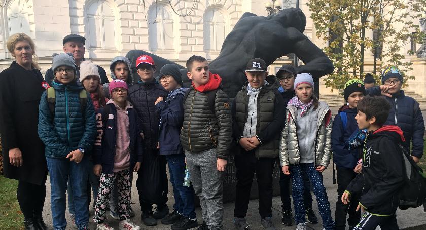 Historia, Uczniowie Białobrzeskiej grali niepodległość - zdjęcie, fotografia