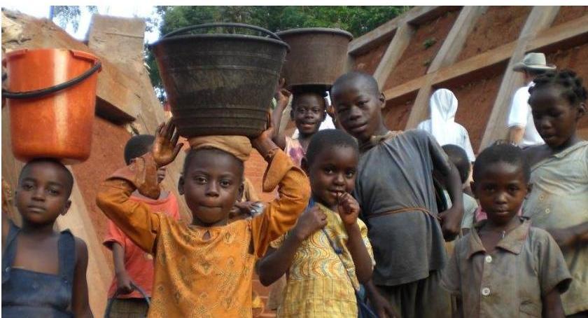 opieka społeczna, Makulatura Misje - zdjęcie, fotografia