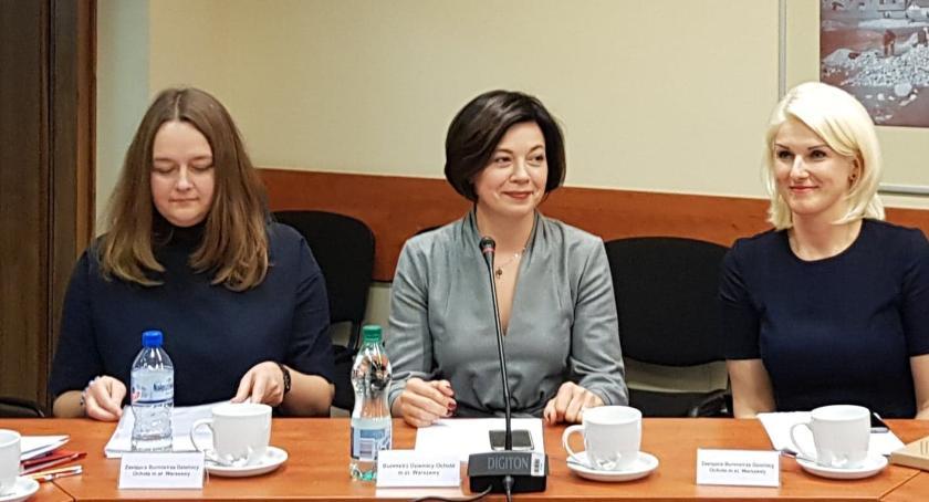 polityka, Ochota kobietą wielu twarzach - zdjęcie, fotografia